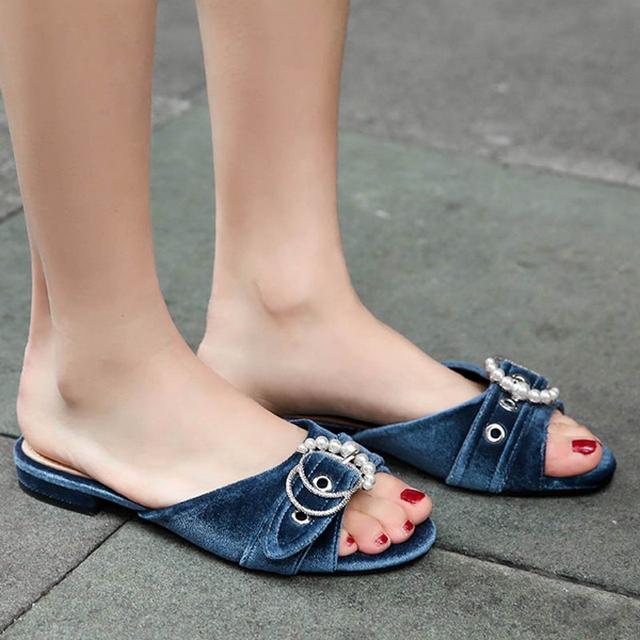 Chọn cho mình một đôi giày nữ phù hợp